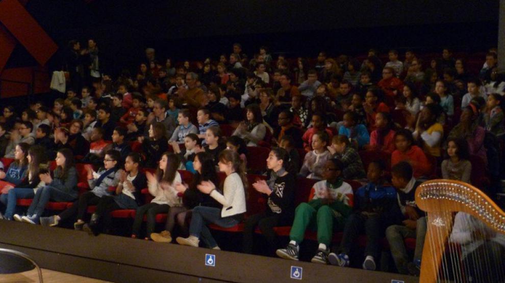 Public dans auditorium